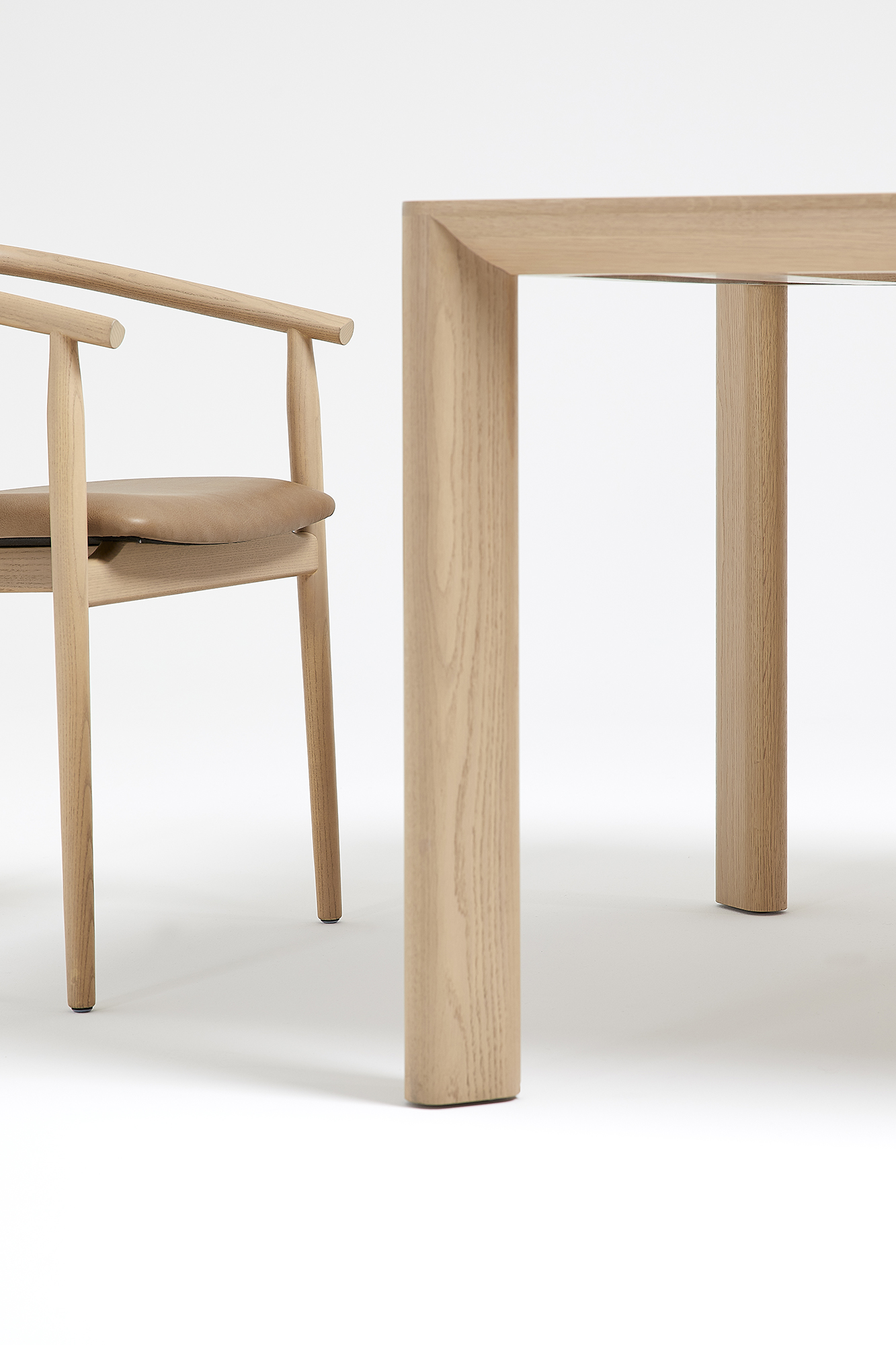 ADV_180911_O-Chair-Table-Detail-0536_001.jpg