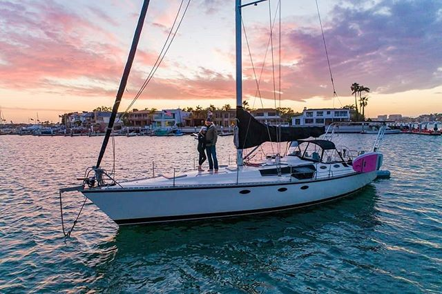 One of my favorite anchorages in Southern California. I ❤ Newport Beach. 📸: @_eddiefrank ... ... #sailingaria #sailboatlife #liveaboardlife #newportbeach #visitnewportbeach #favoriteanchorages #bestanchorage #socalsailing #sailingsocal #tinyhome #floatinghome #oceanhome #livethedream #livesimply #sailingadventures