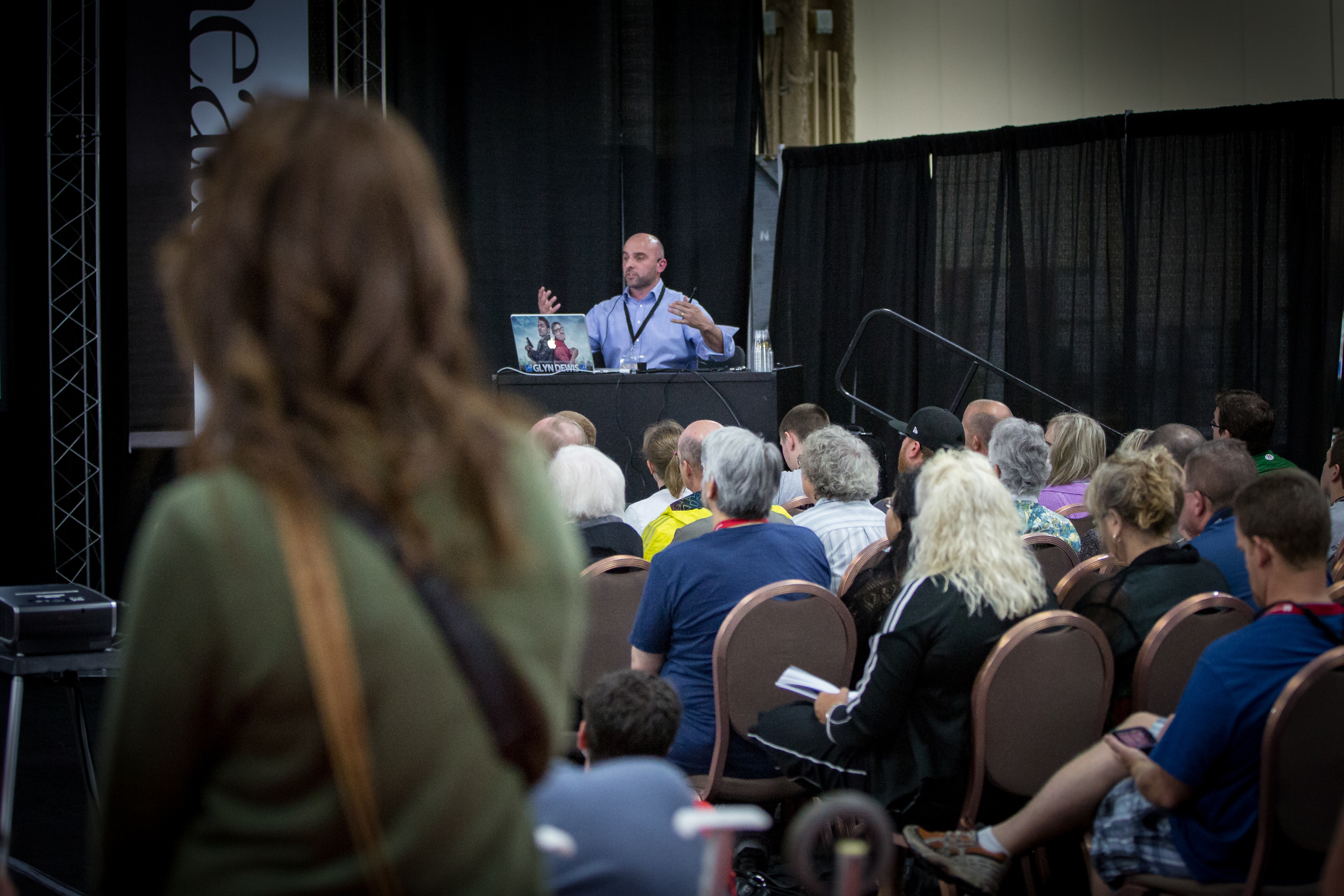 Glyn Dewis lecturing in the Expo Hall.