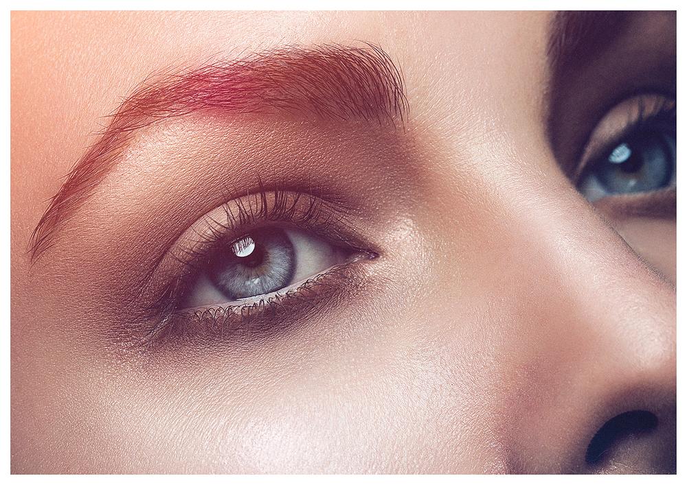 Makeup Artist Switzerland Zürich Madleina von Reding Beauty Editorial with red Lips Laurids Jensen