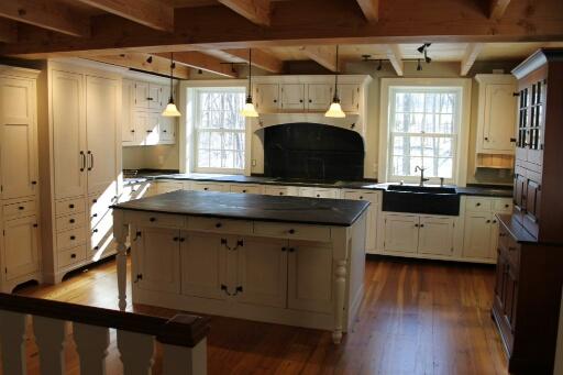 kitchen 004_resized.jpg