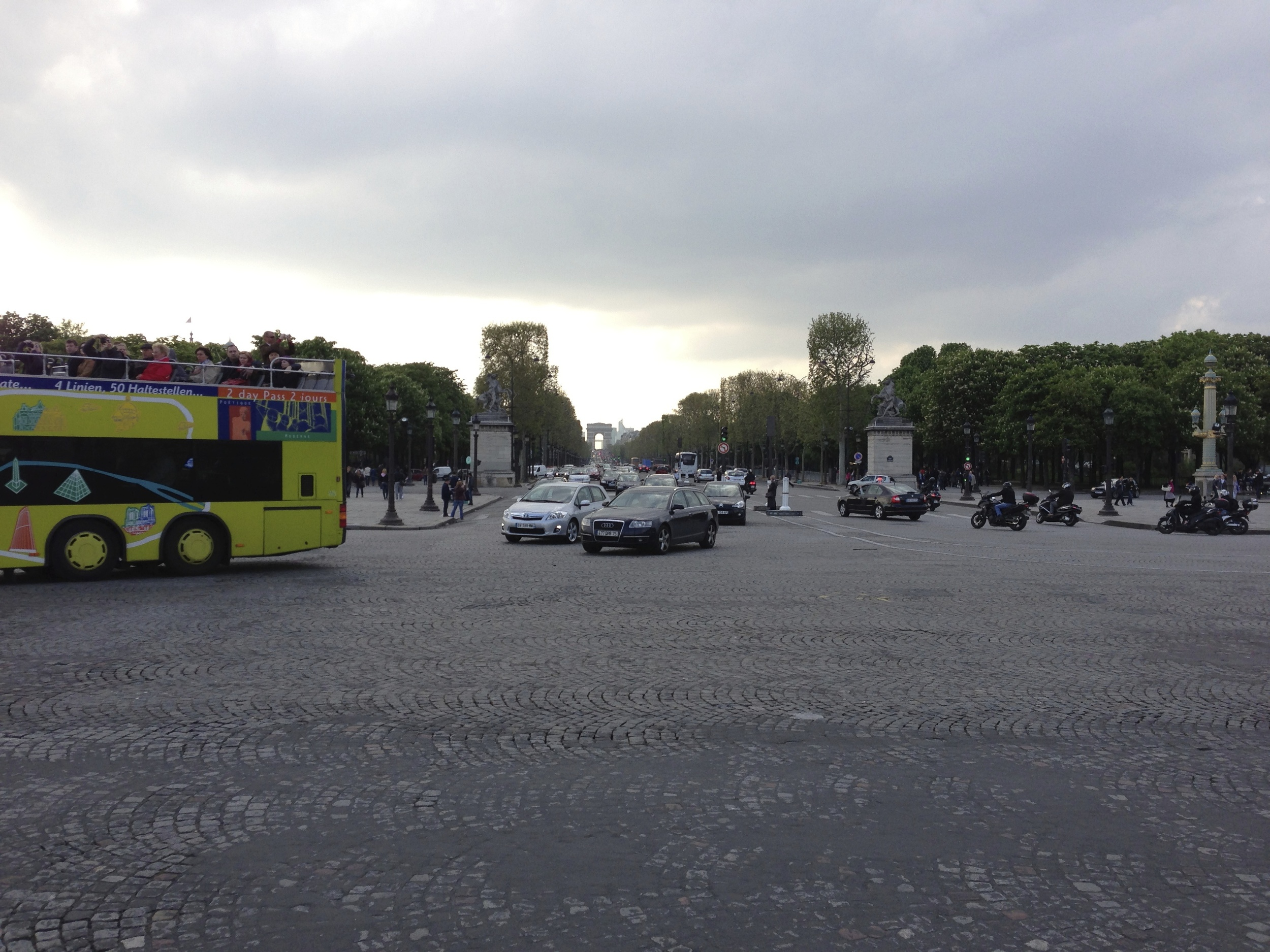 Looking down the Champs-Élysées