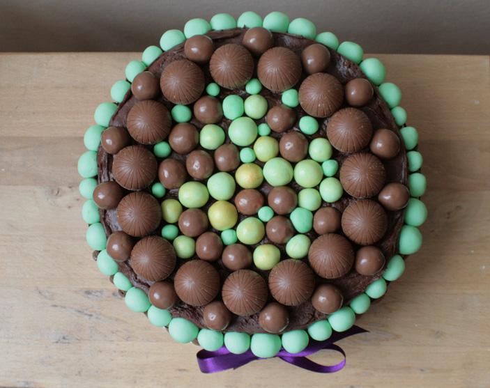 mint-chocolate-birthday-cake-detail