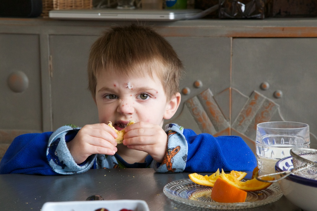 kids eating brunch