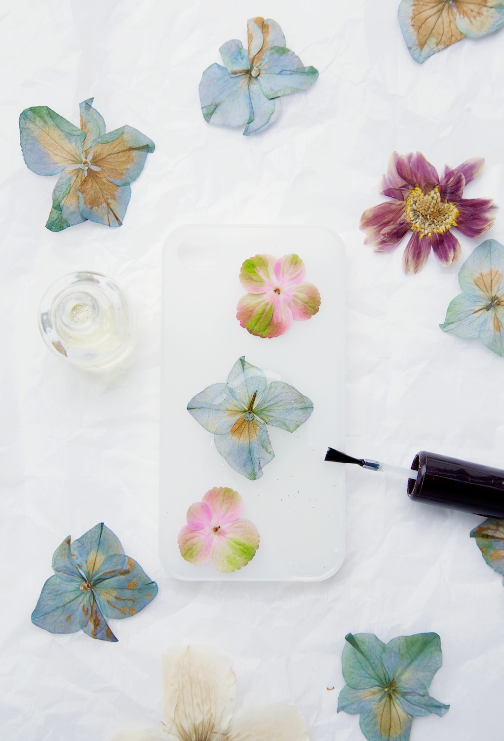 How to make a real flower phone case