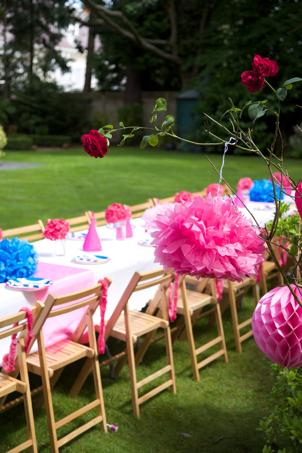 Pink party table