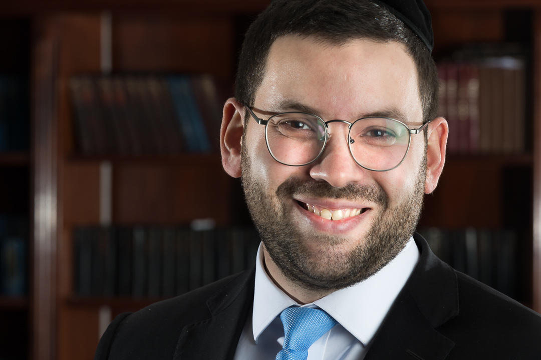 Rabbi Moshe Friedman,  Director     Joined December 2010, Founding member   Originally from Baltimore, R' Moshe first attended Yeshivas Ner Yisroel of Baltimore. He subsequently joined the Mir Yeshiva in Yerushalayim. Upon returning to the states, Rabbi Friedman continued his studies at Beth Medrash Govoha, where he joined the Kollel after his marriage to Chevie (nee Katz) of Queens, New York. The Friedmans moved to Houston in December of 2010. Rabbi Friedman is the Director of the Kollel and is responsible for all programming and community development. Chevie is a Speech Language Pathologist in the Sugar Land area.   mfriedman@kollelhouston.org