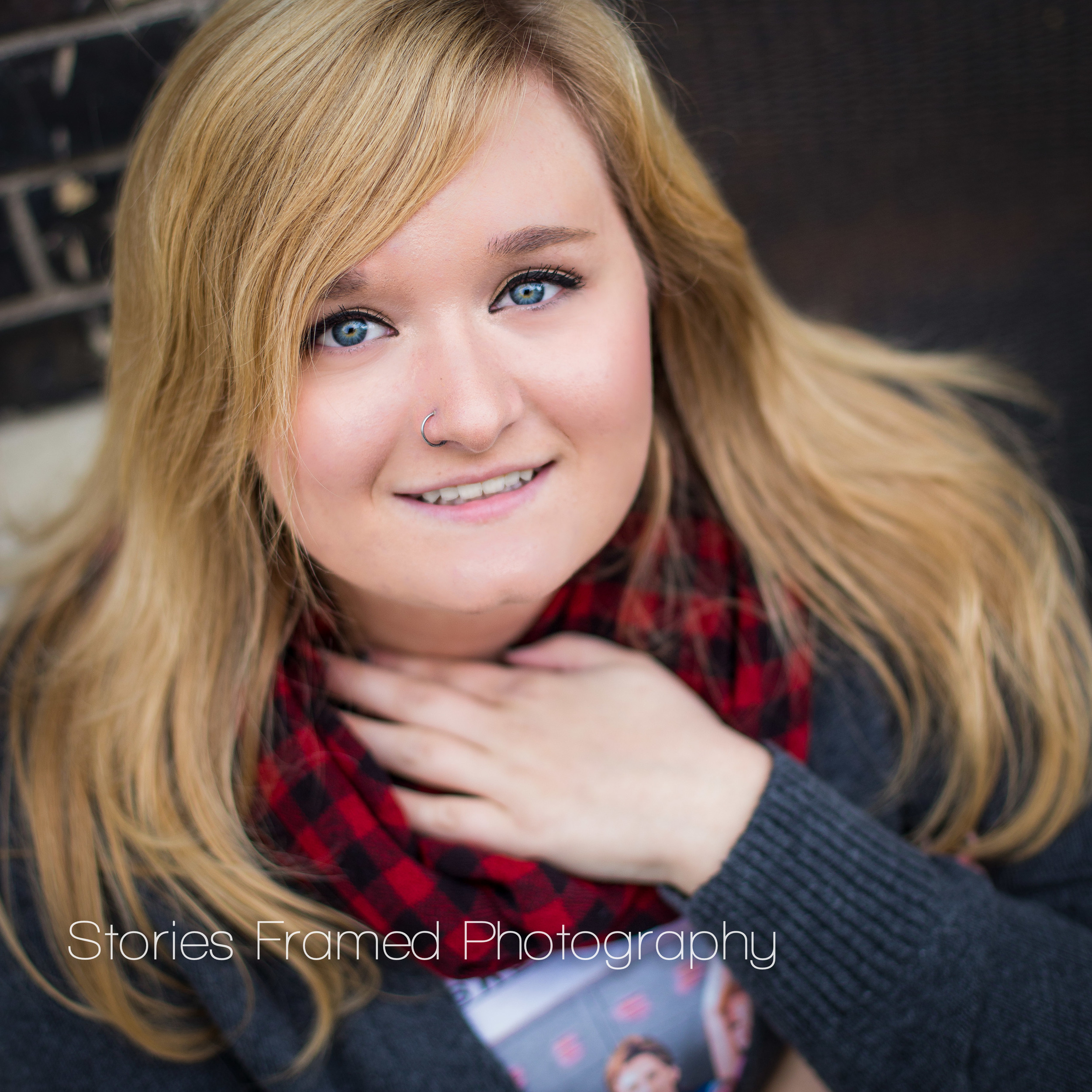 Kenzie's makeup colors are all very natural. For this session, she chose to add some foundation and powder to even out her skin. Notice her eye makeup - it's very clean - mostly mascara was used to accentuate her - omg! - beautiful blue eyes.