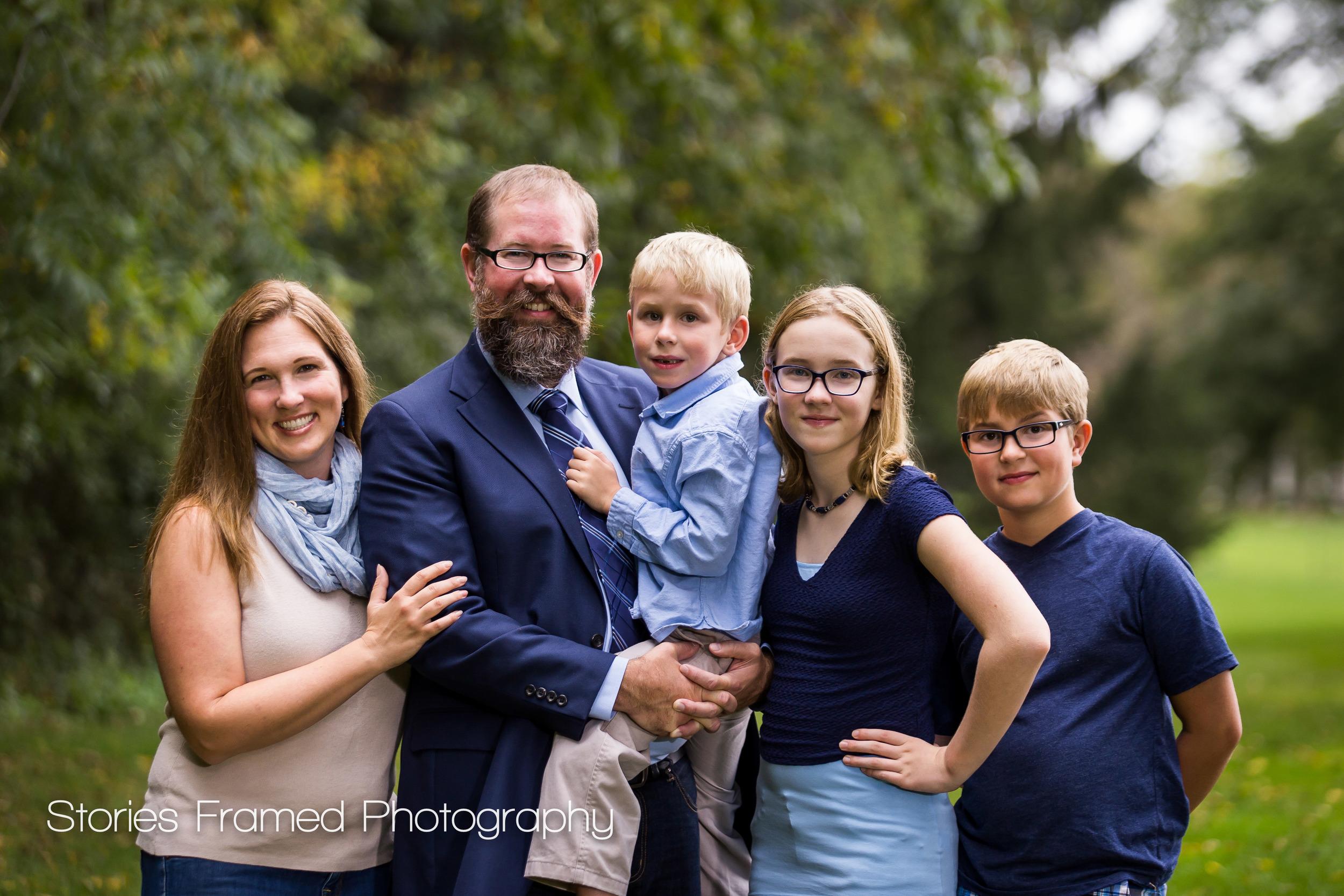 Brookfield-Family-Portraits-backyard-Schwa-five