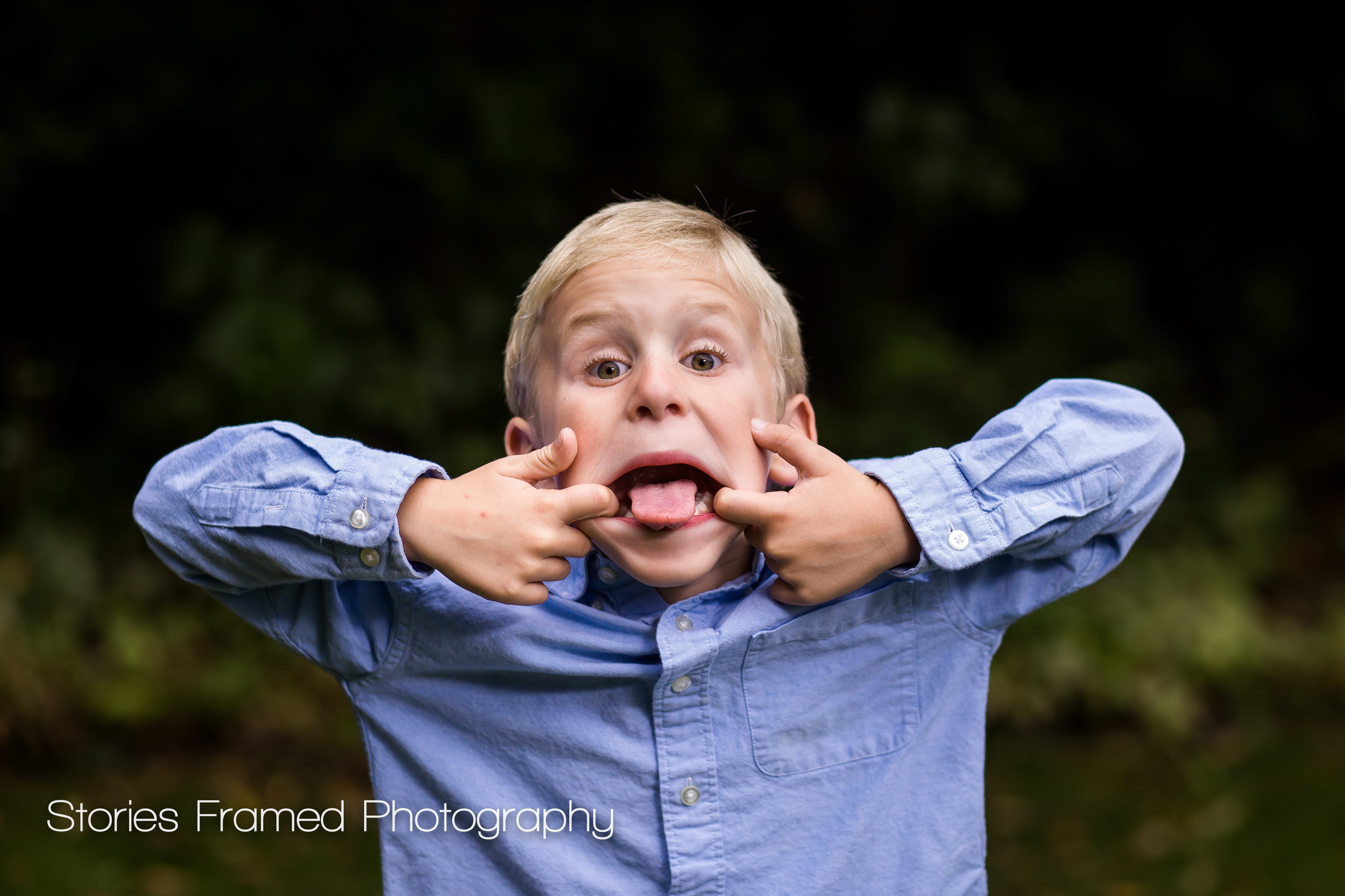 Brookfield-Family-Portraits-funny-face-little-brother