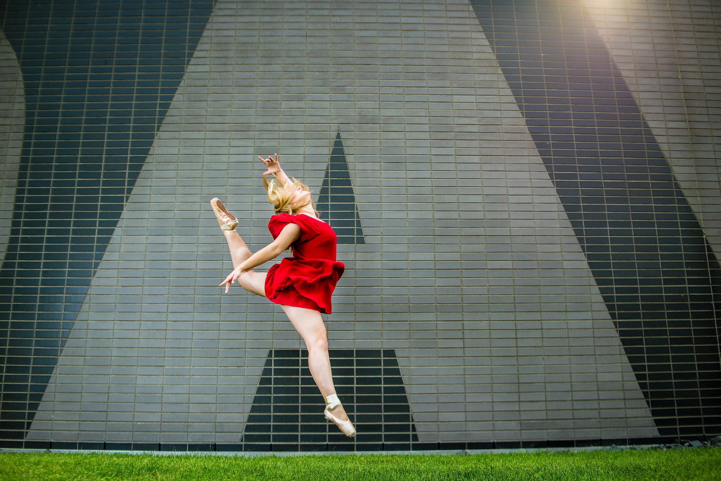 senior portrait of a girl doing ballet