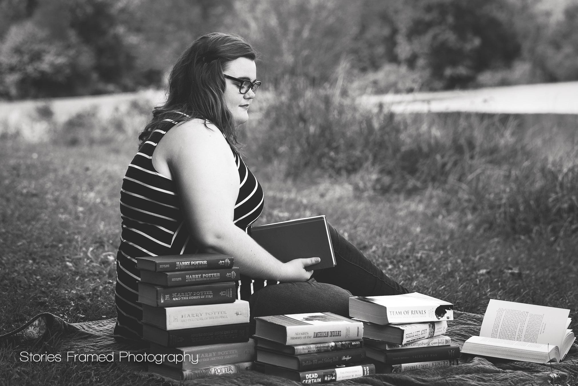 Senior-Portraits-piles-of-books-classof2017
