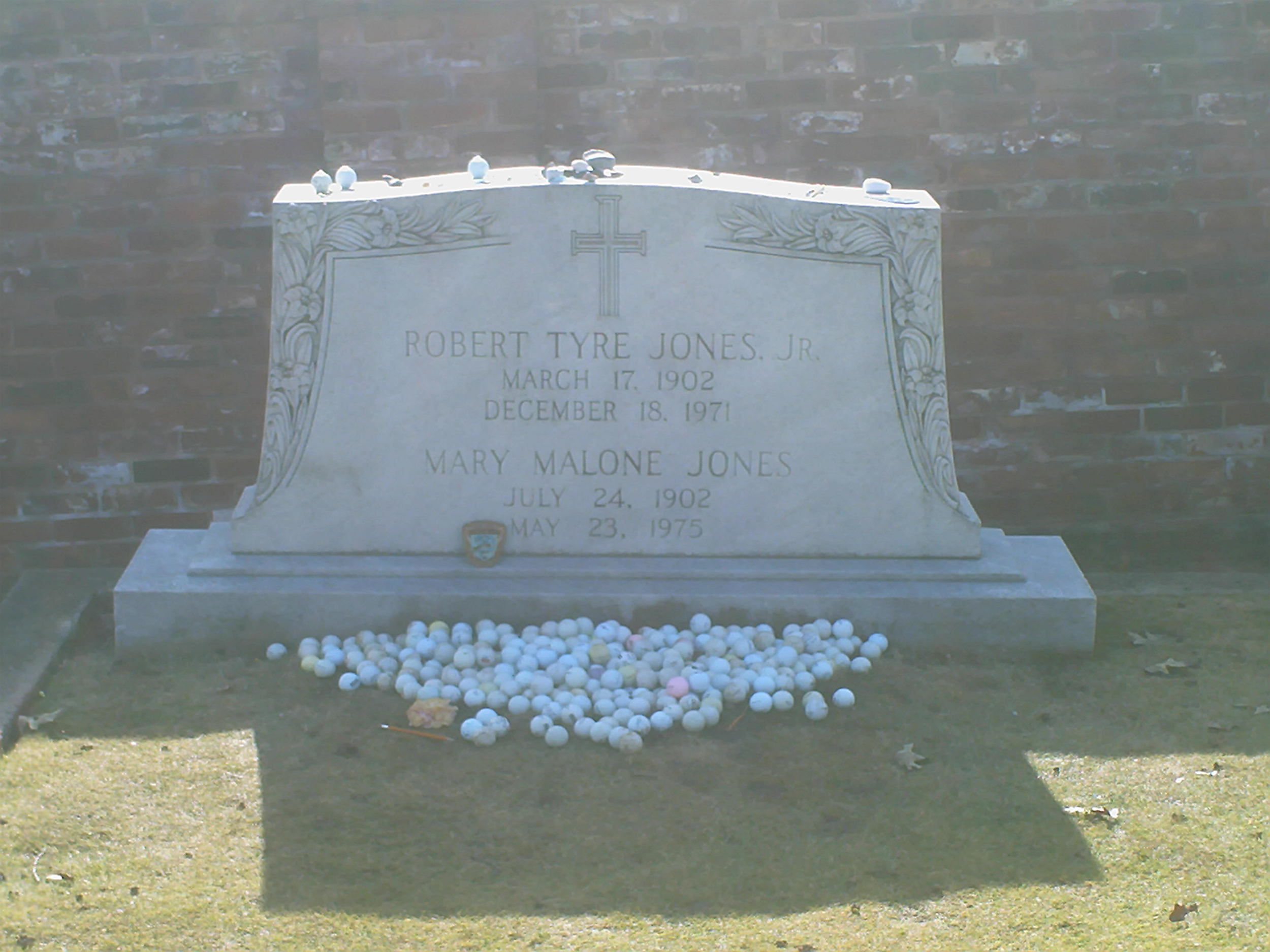 Bobby Jones grave IV.JPG