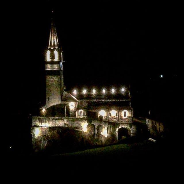 Yesterday our beautiful church!! Ieri sera era così, la Perla delle Alpi!! #vecchioscarpone #alpi #antigorio #alpedevero #baceno #chiesa #church #formazza #italy #italia #igpiemonte #love #lagomaggiore #montagna #mountain #ossola #picoftheday #valdossola #visititaly #notte #night #castle