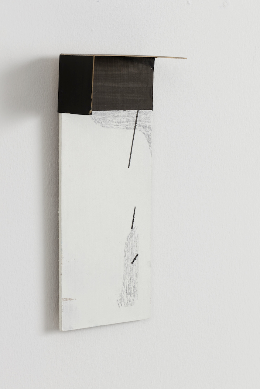 Untitled 2016    21x9x5 cm.    Wood, cardboard, acrylic, graphite