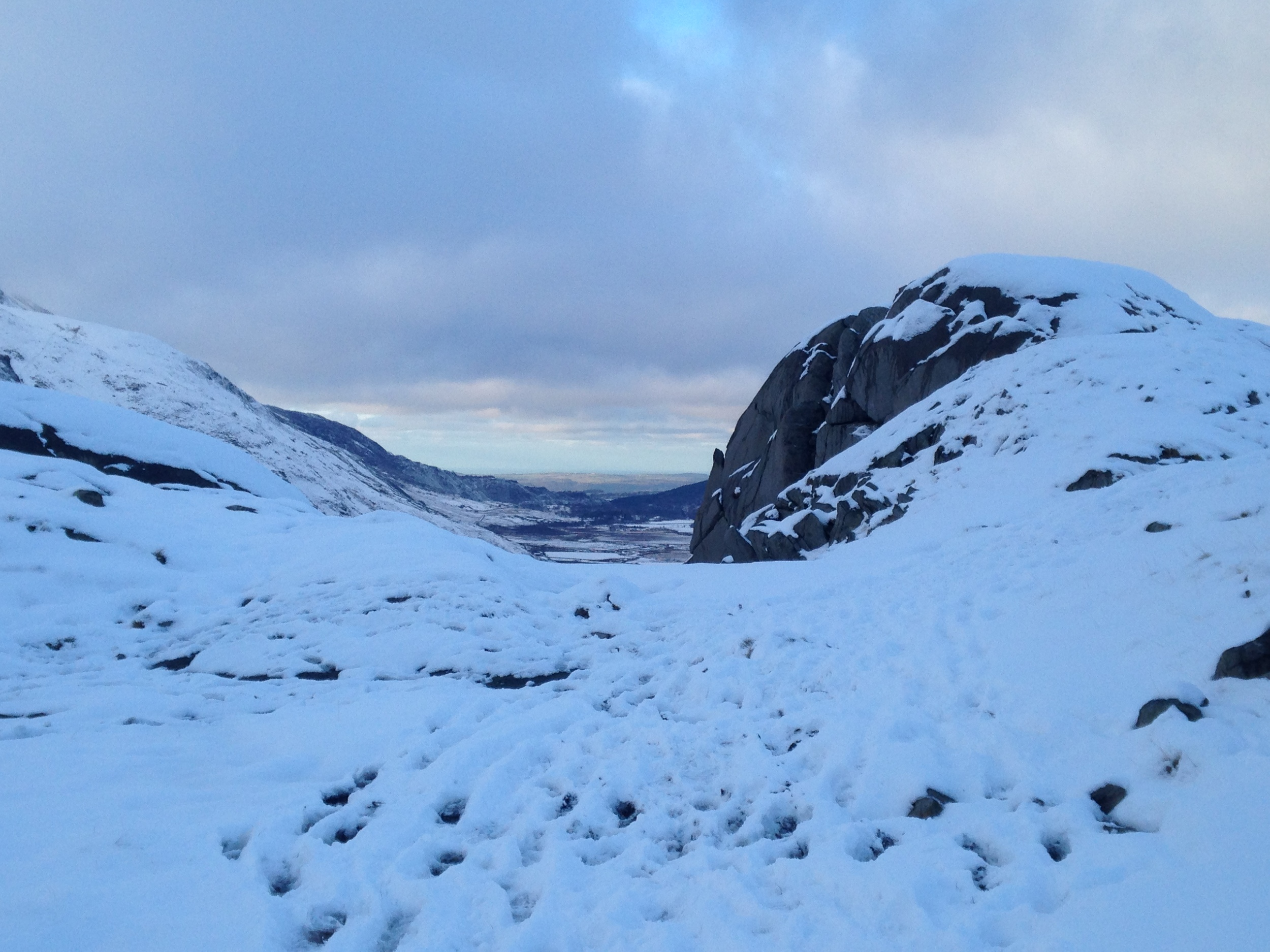 A final look east, over Nant Ffrancon and to Ynys Mon in the distance.