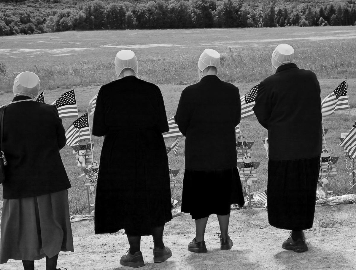 mennonite+women+at+flight+93+memorial+-+lee+rentz.jpg