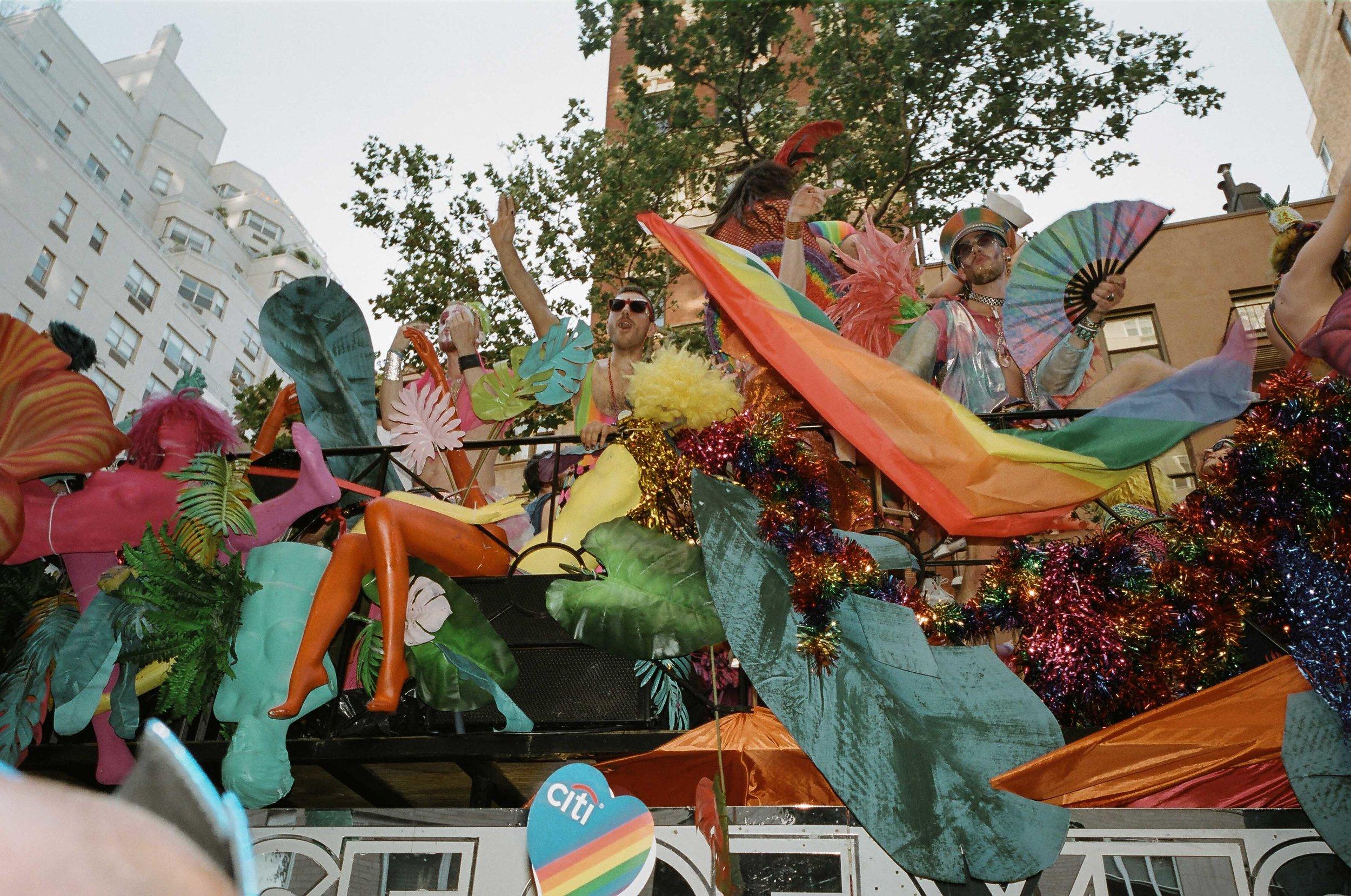 35Portra400-PrideDay2019-17.jpg