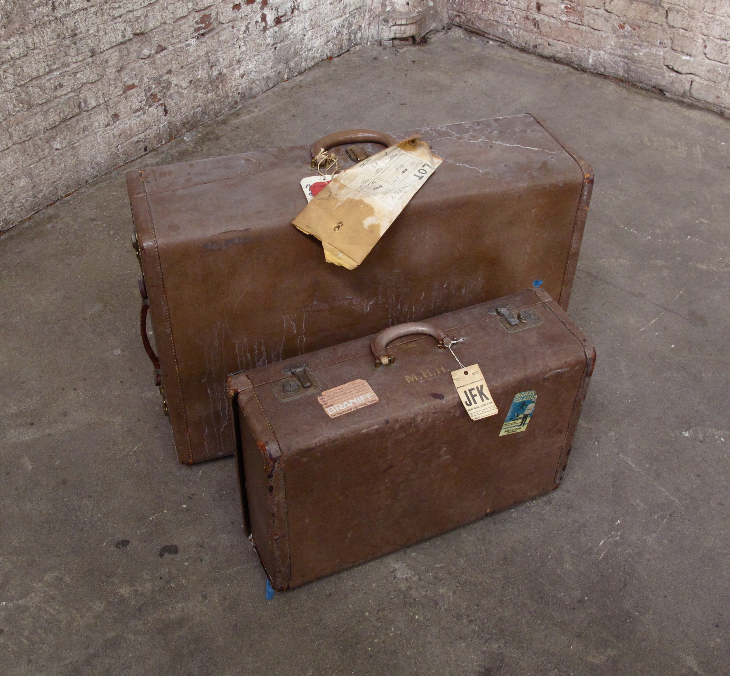 Light tan Suitcase set with interior Satin details (2) $75/ea
