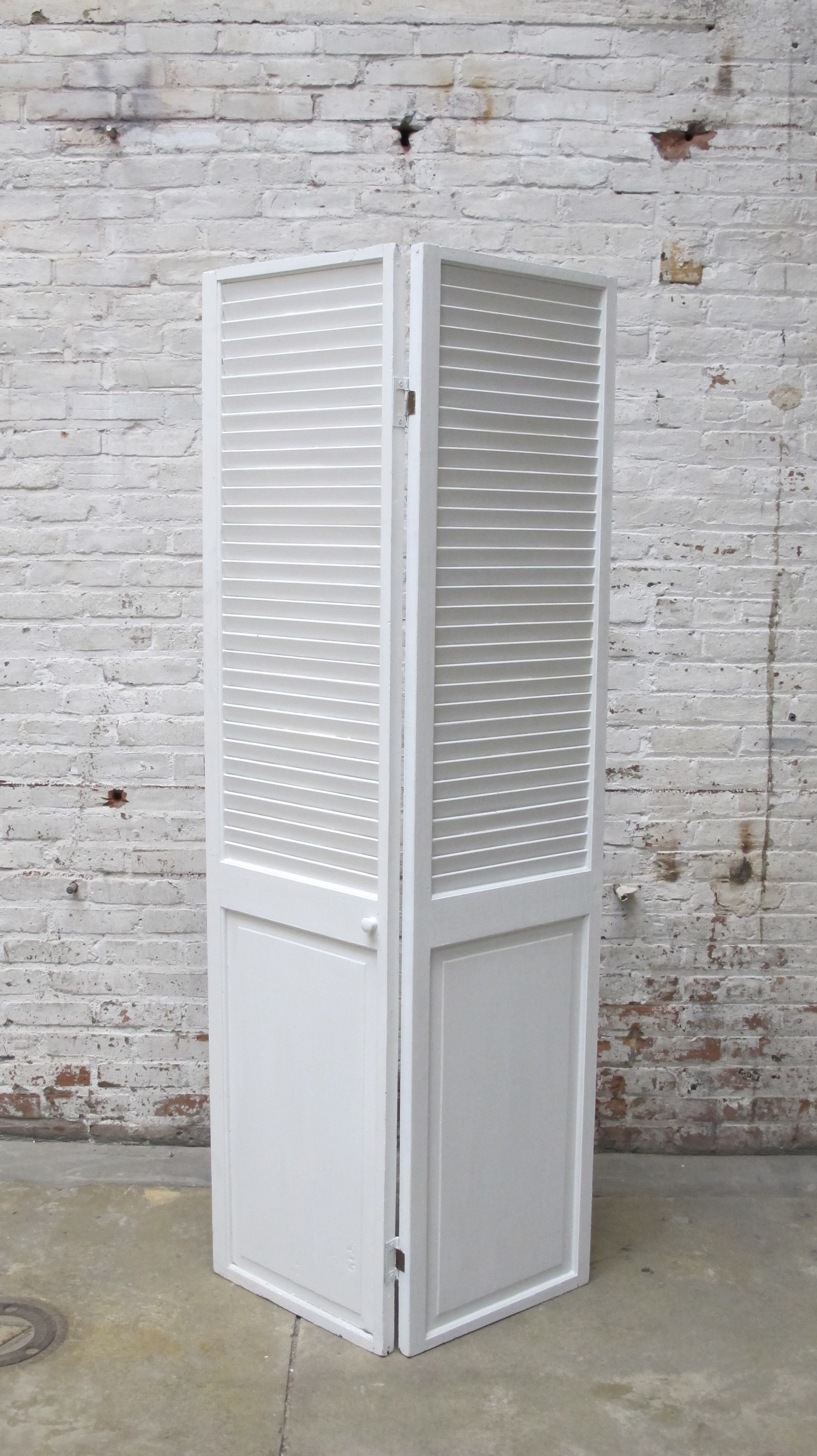 White 2-panel Screen - FRONT $75