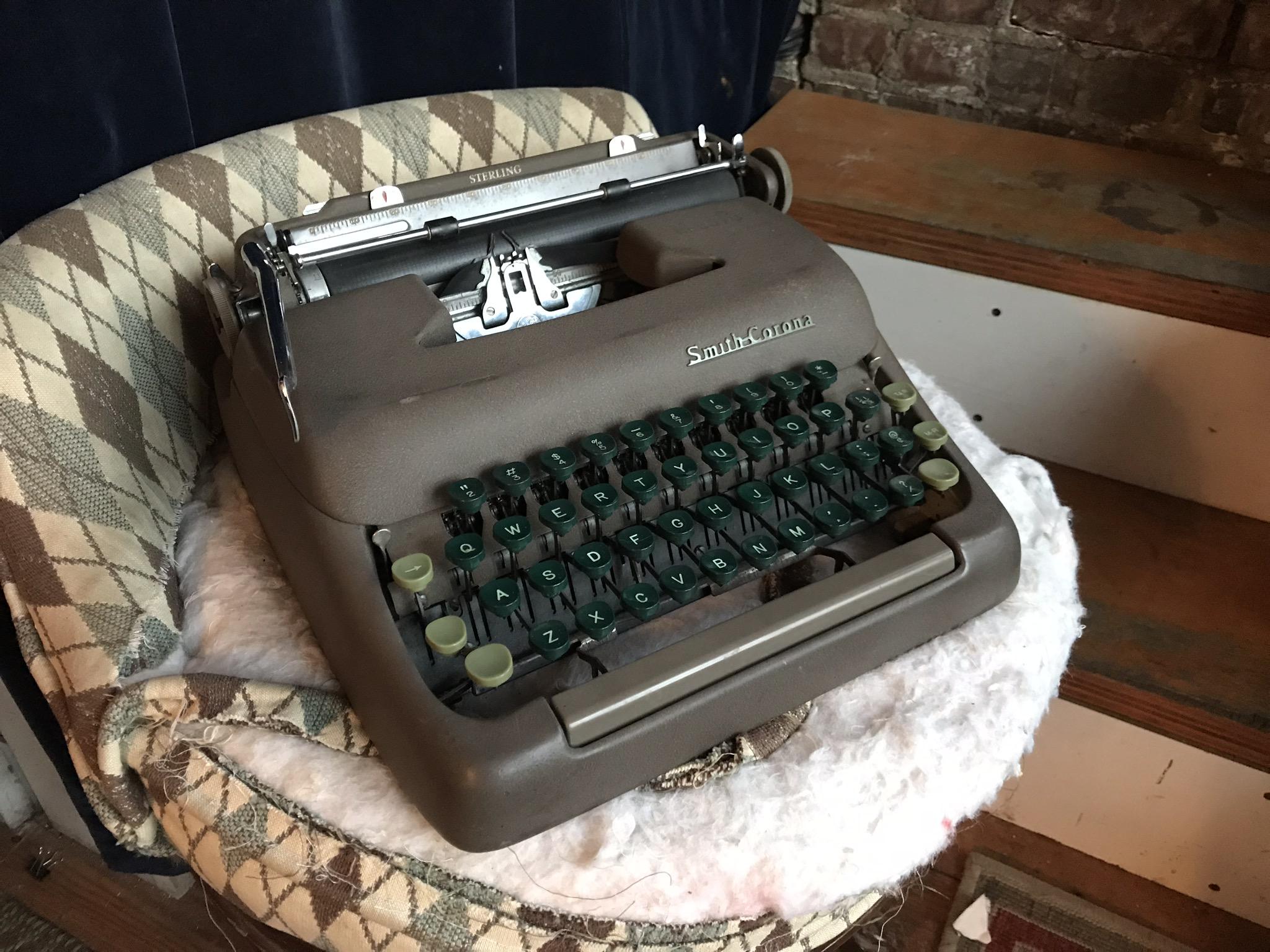 1952 SMITH CORONA TYPEWRITER $45