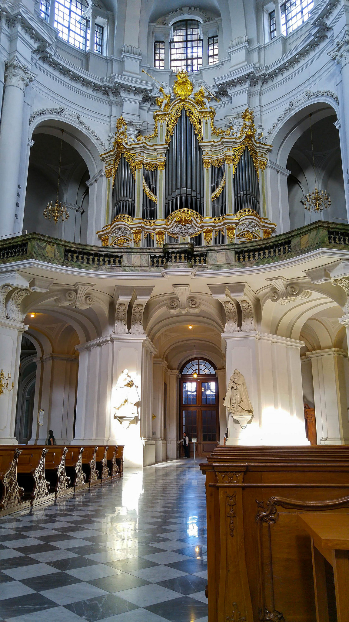 Guide to the Dresden Cathedral