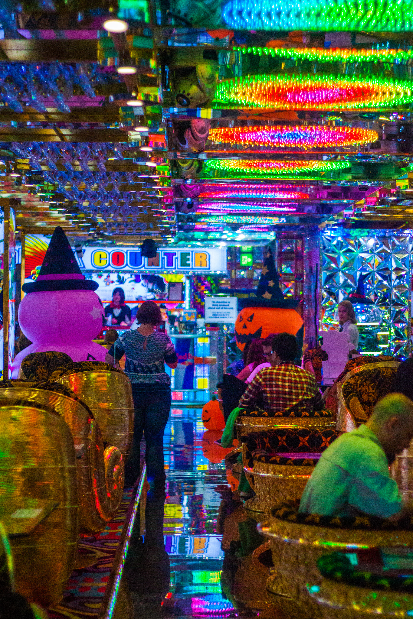Guide to the Roboto Restaurant Experience, the Most Exciting and Exhilarating Show in Tokyo