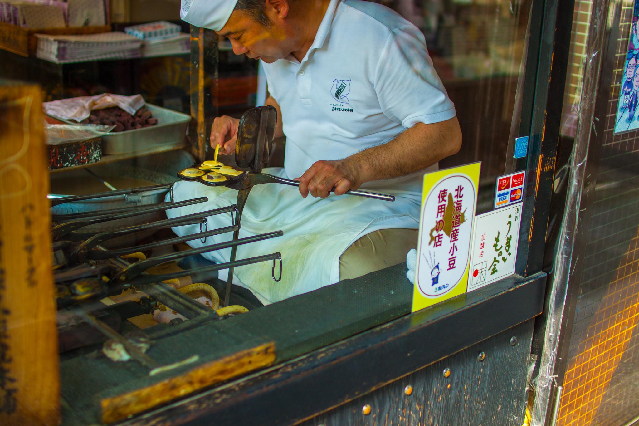 10 Street foods you MUST-EAT Around Nakamise Shopping Street, Asakusa