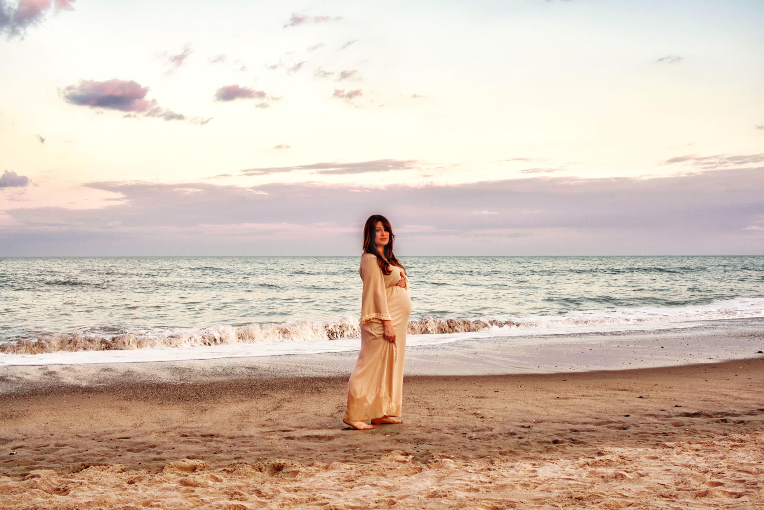 Kure_Beach_Maternity_Shoot_Tiffany_Abruzzo_Photography_23.jpg