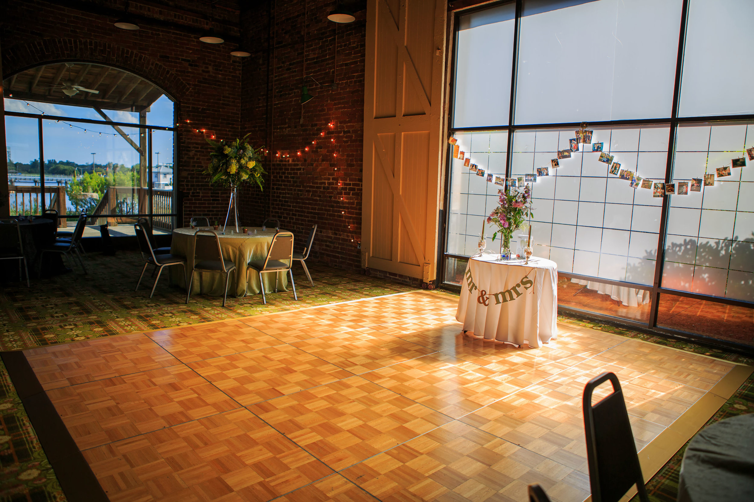 North_Carolina_Wedding_Photographer_Tiffany_Abruzzo_Reception_7.jpg