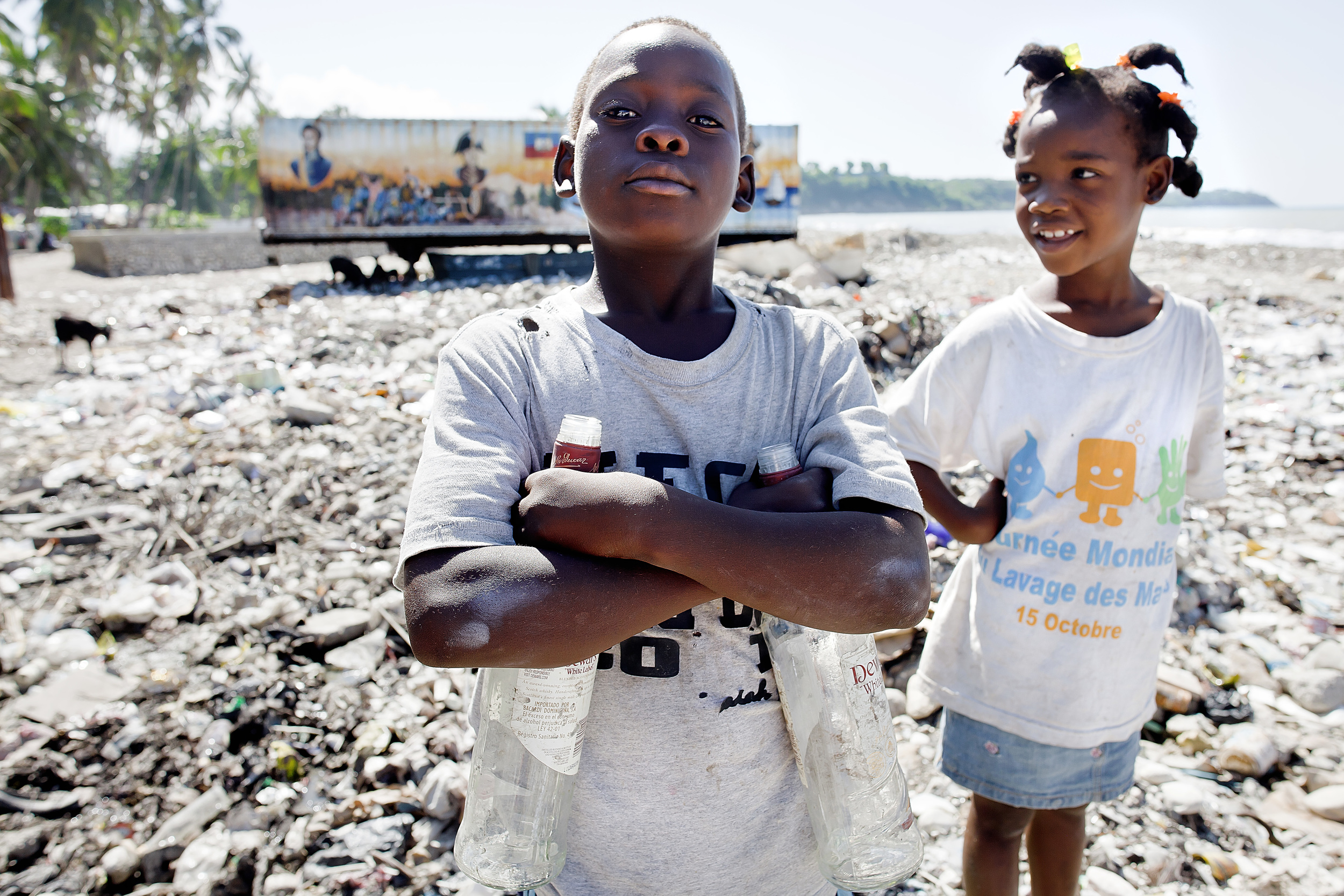 Children cleaning Jacmel's coast