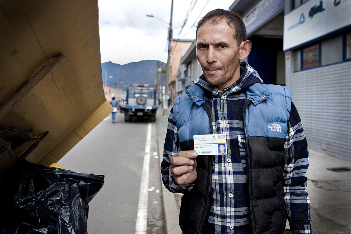Jose Leonardo Tellez formally collects trash with Basura Cero. Bogota 2014.