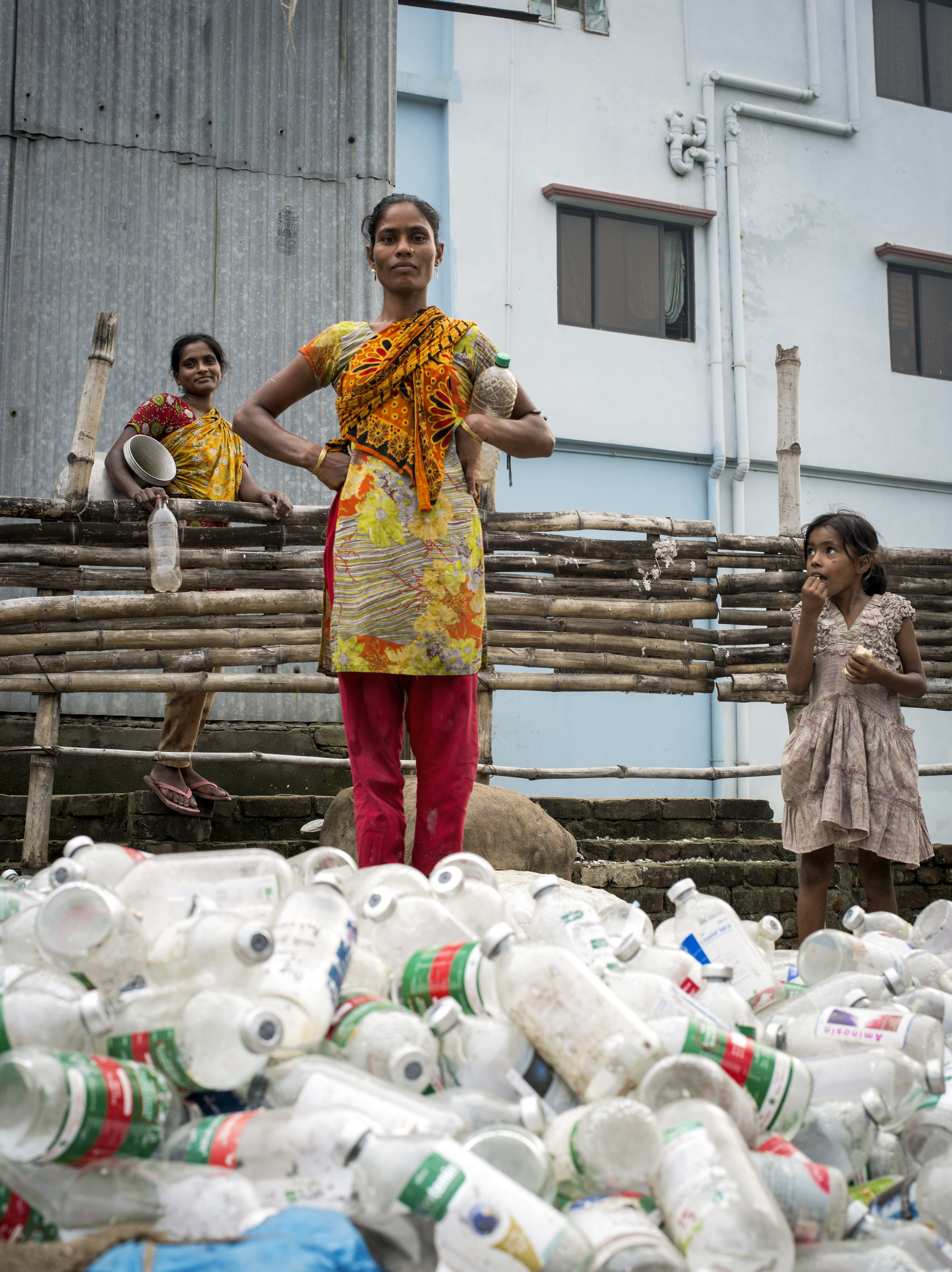Woman recycling biomedical waste. Mutual Landfill, Dhaka.