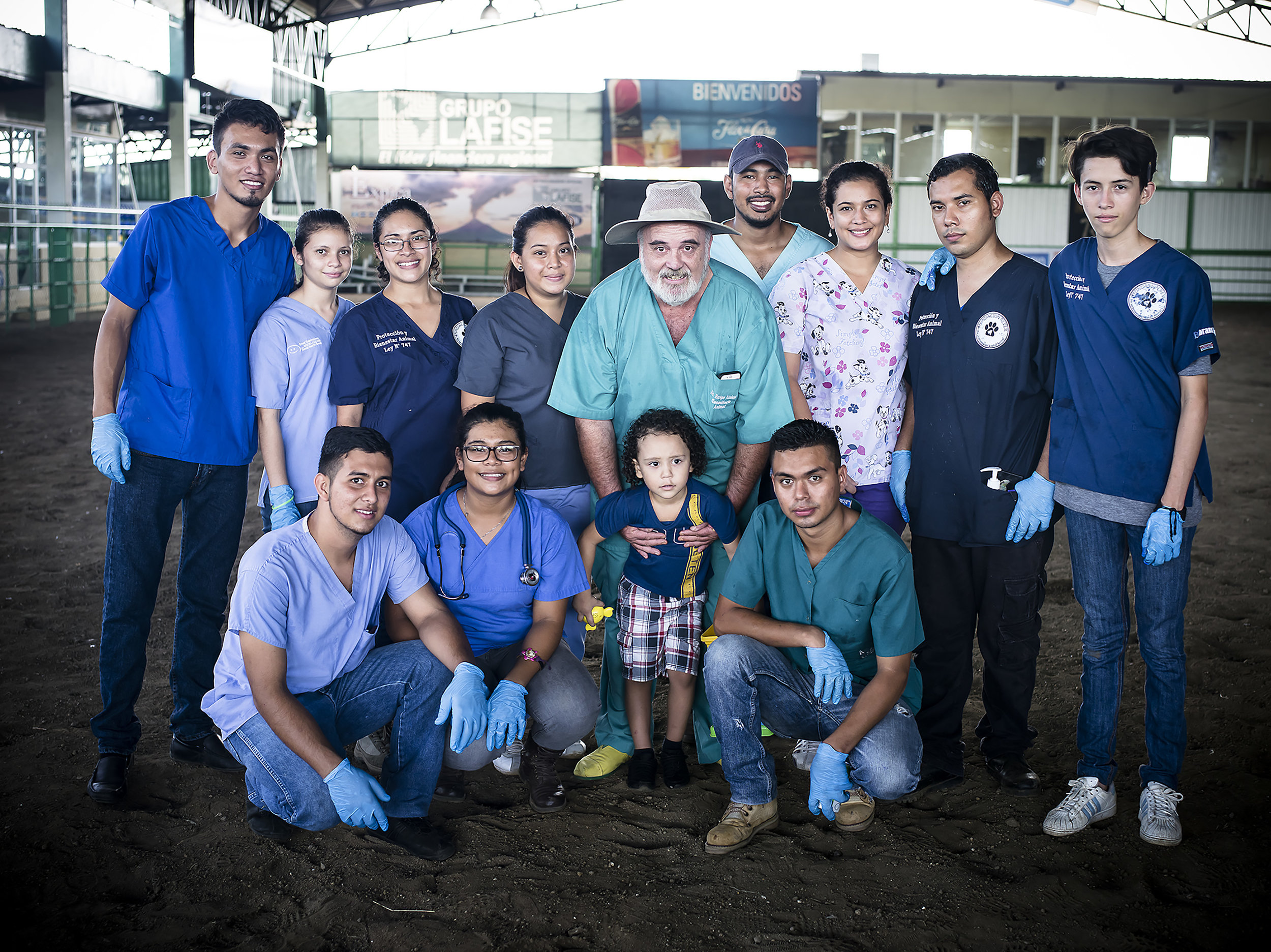 Dr. Enrique Rimbaud and his team of professions all volunteer their weekend to help many horses from La Chureca.