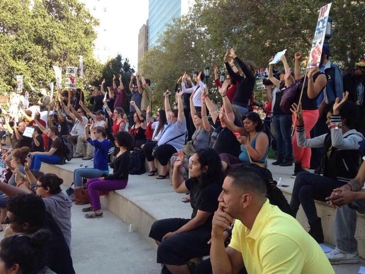 @juliannehing: Hands up in #Oakland at #NMOS14  http://t.co/fpMtDyoBXa