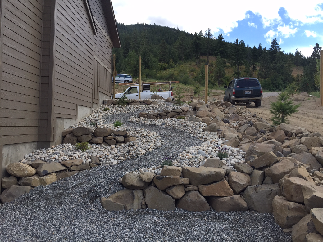 Squilchuck-dry-riverbed-and-path-3.png