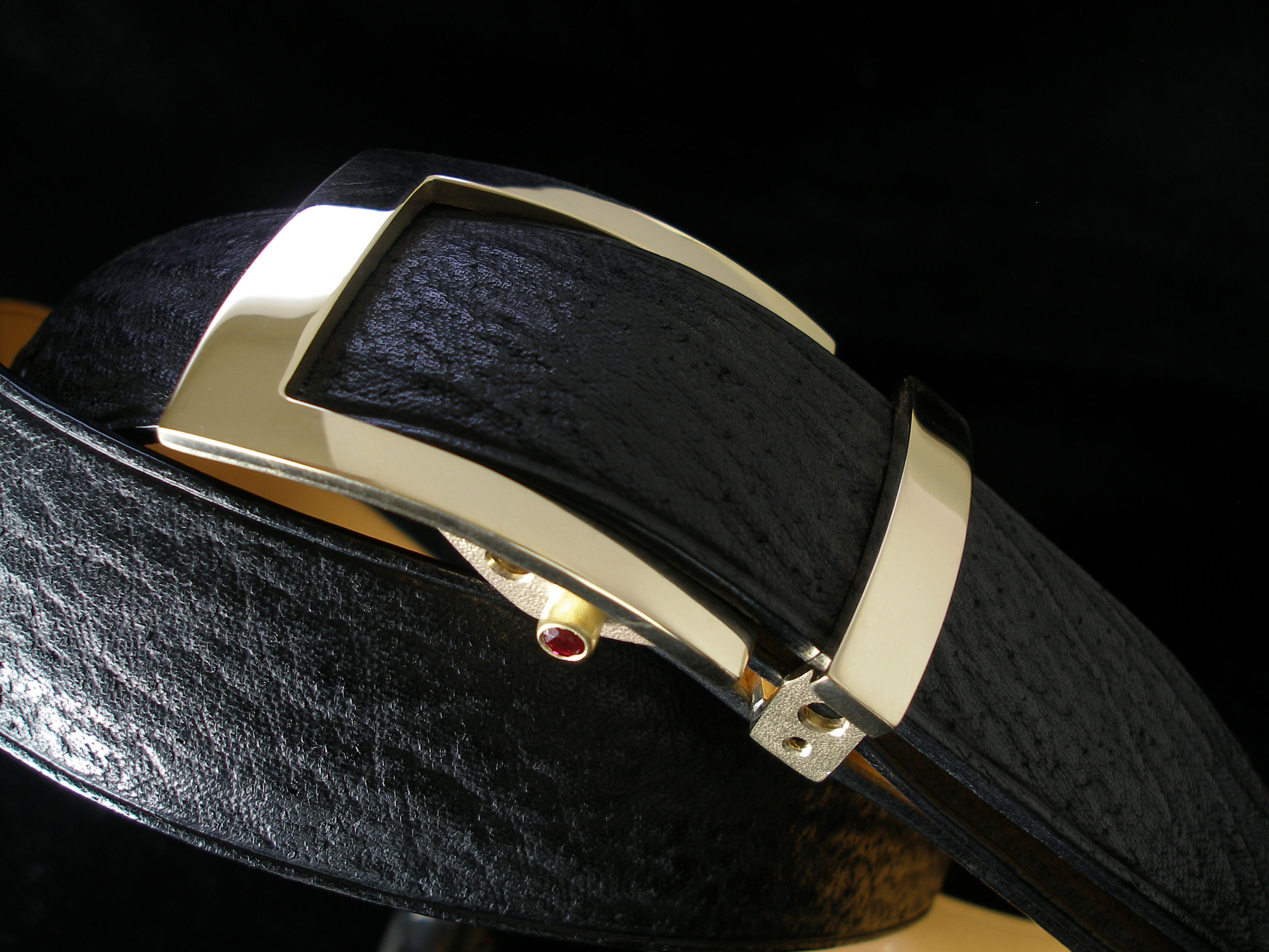 T-2 Belt Buckle in 14k gold w/ rubies