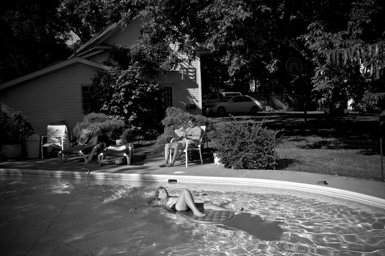 pool_lounge.jpg