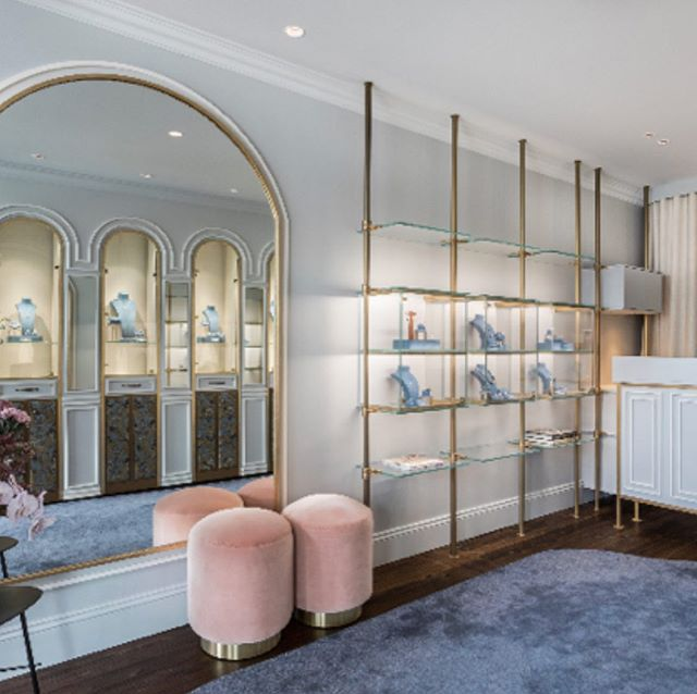 When we were invited by @matthewely_ to design his new jewellery boutique we imagined a Parisian salon. Curved arches, gold leaf, rich silk and will carpets and brass. Complete with a wonderful plinth at the facade of his pieces on continuous rotation. Lighting in collaboration with global lighting winners @electrolight__ . Carpet by @cadrys and photography by @rohanvenn .  #jewellrydesign #retail #retaildesign #boutique #diamonds #interiordesign #luxurylife #design #sydneydesigner #melissacollison #woollahra #australia #oink #blue #french #paris #parisian