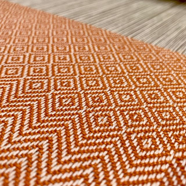 Started the next towel. Very '70s orange cottonlin.  #handweaving #handwoven #handweaversofinstagram