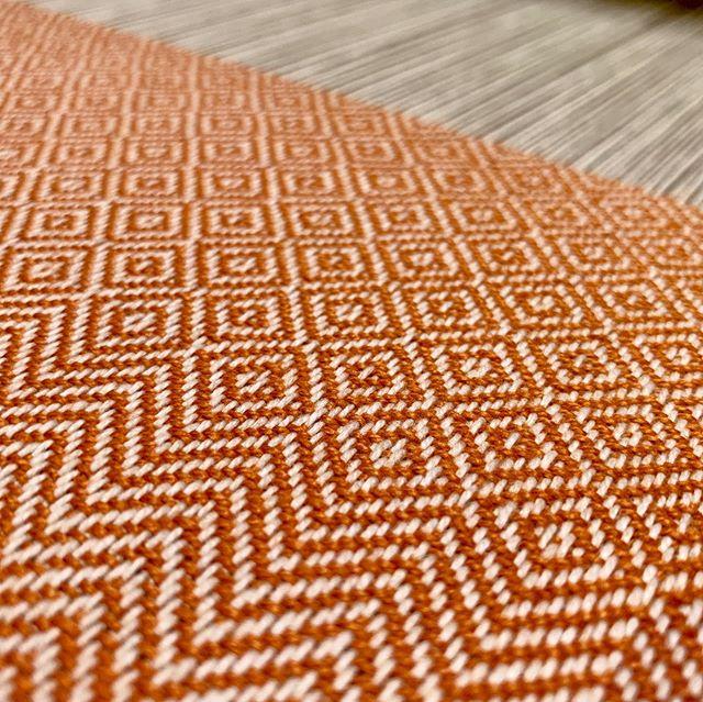 Started the next towel. Very '70s orange cottonlin.  #handweaving #handwoven #handweaversofinstagram