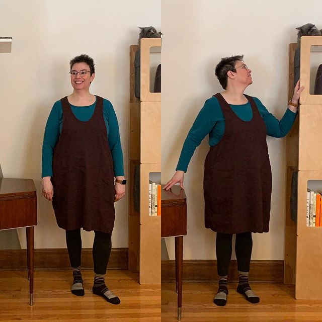 Such a gloomy morning that you can't see what awesome pockets my #yorkpinafore has!  Thanks @helens__closet for a great fitting guide for this pinafore. It's a winter favorite in a chocolate brown rayon-linen-spandex and fleece tights. The first me-made I've worn regularly in public!  #sewistsofinstagram #imakemyownclothes #sewover50 #curvysewing