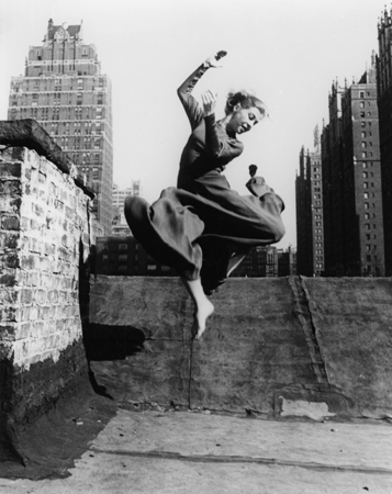 Ellen Auerbach Renate Schottelius in New York, 1953 10 x 8 inches silver print