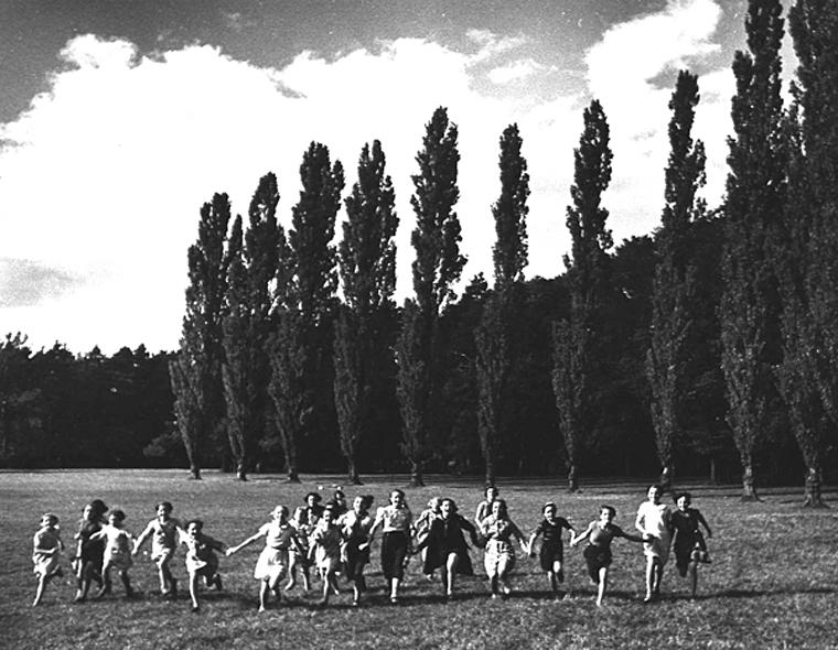 Untitled (Joie, Paris), 1938  7.75 x 9.875 inches vintage silver print