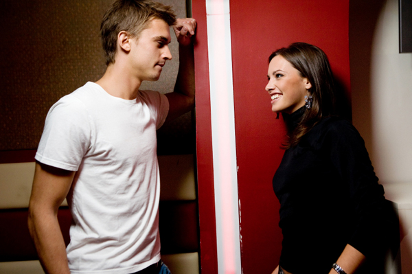 woman-flirting-with-man.jpg