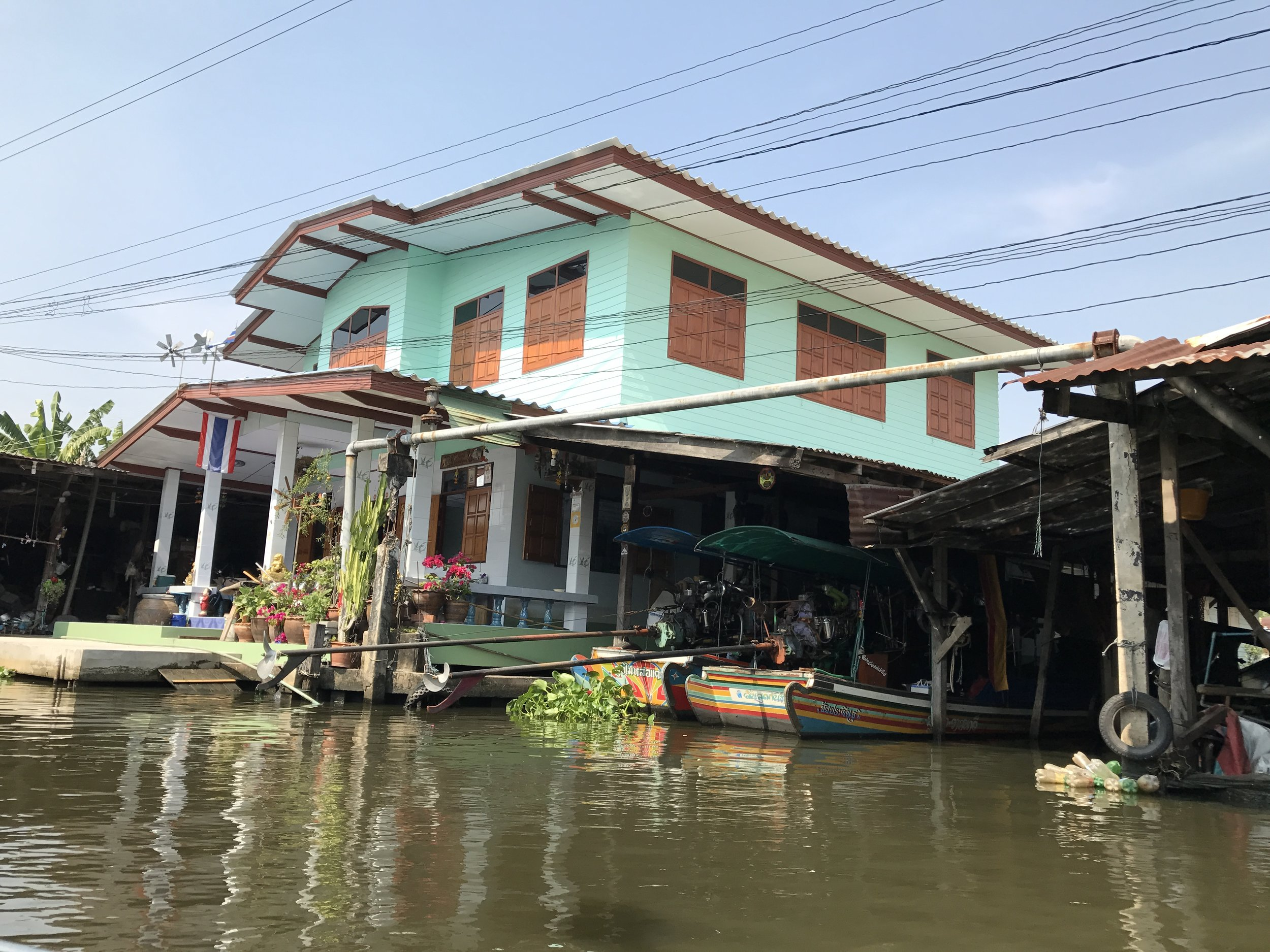 khlong lat mayom travel blogger