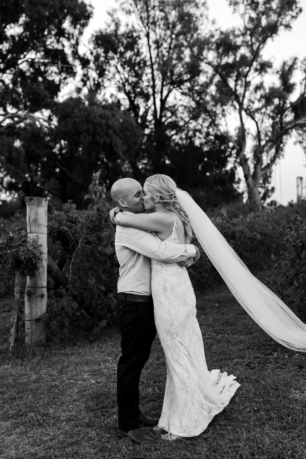 Erin_Latimore_Mudgee_Canberra_Wedding_Photographer_Lazy_River_Estate_Dubbo610.JPG