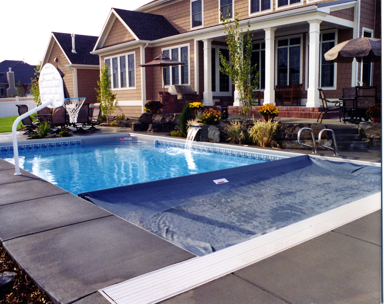 UG system on VL pool with flush deck lid.jpg
