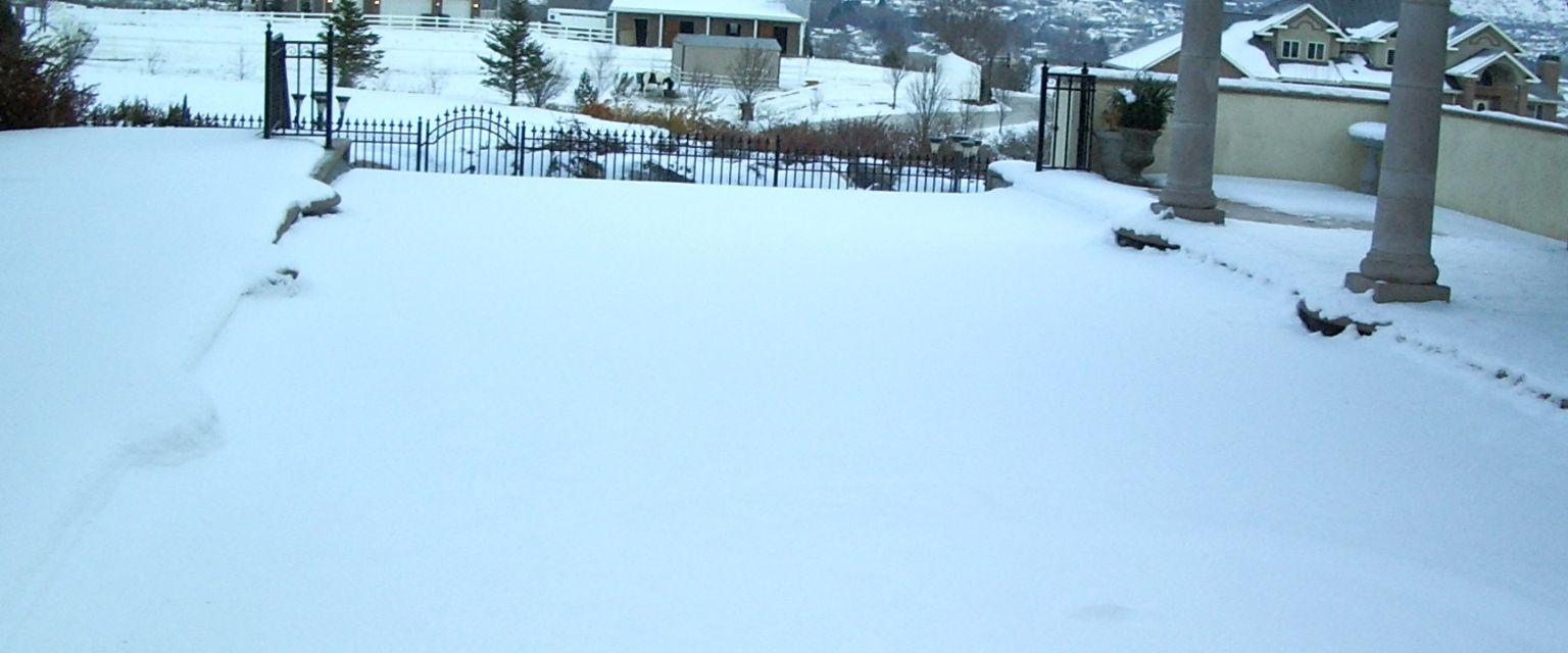 Snow on Pool Cover 2.jpg
