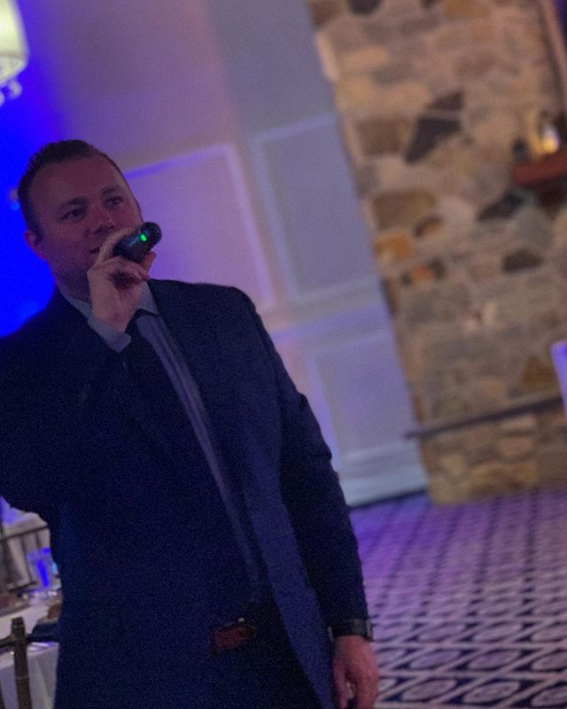 Not often someone grabs a shot of me on the 🎤!